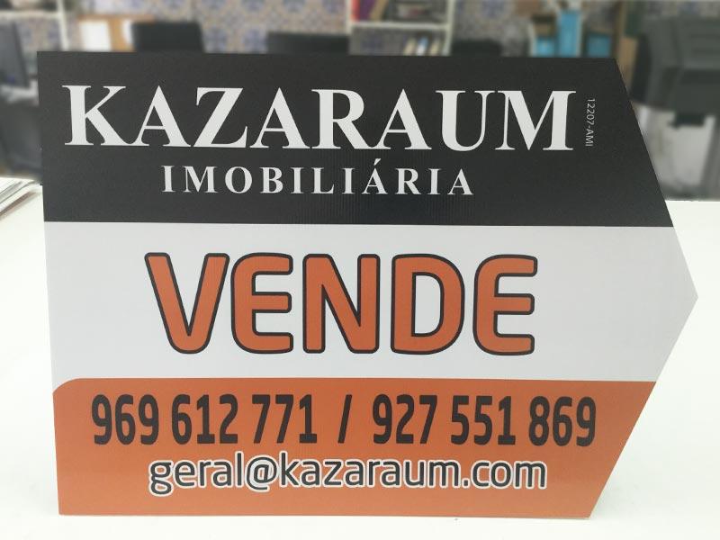 Kazaraum imobiliária placas setas á direita